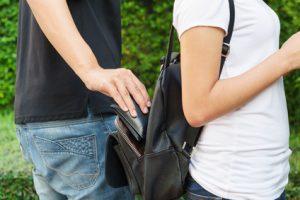 Den Rucksack vor Diebstahl sichern – so geht's